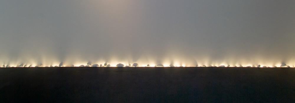 kunstlicht in Koeln - Lichtvoute in Kieselbett