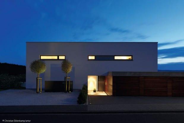 Lichtplanung Frankfurt, moderne Villa bei Nacht