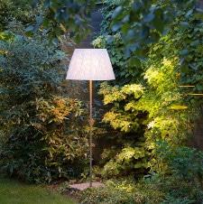 Stimmungsvolle Gartenbeleuchtung Hortensien